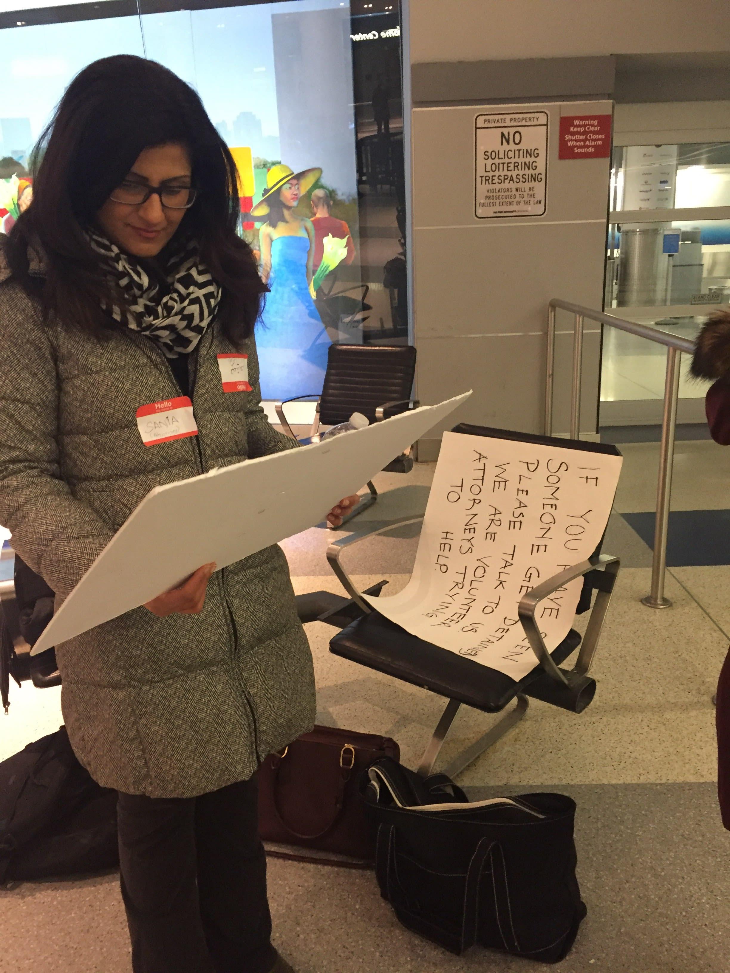 woman reading sign at jfk
