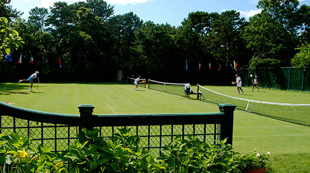 which tennis tournament is played on a natural grass court