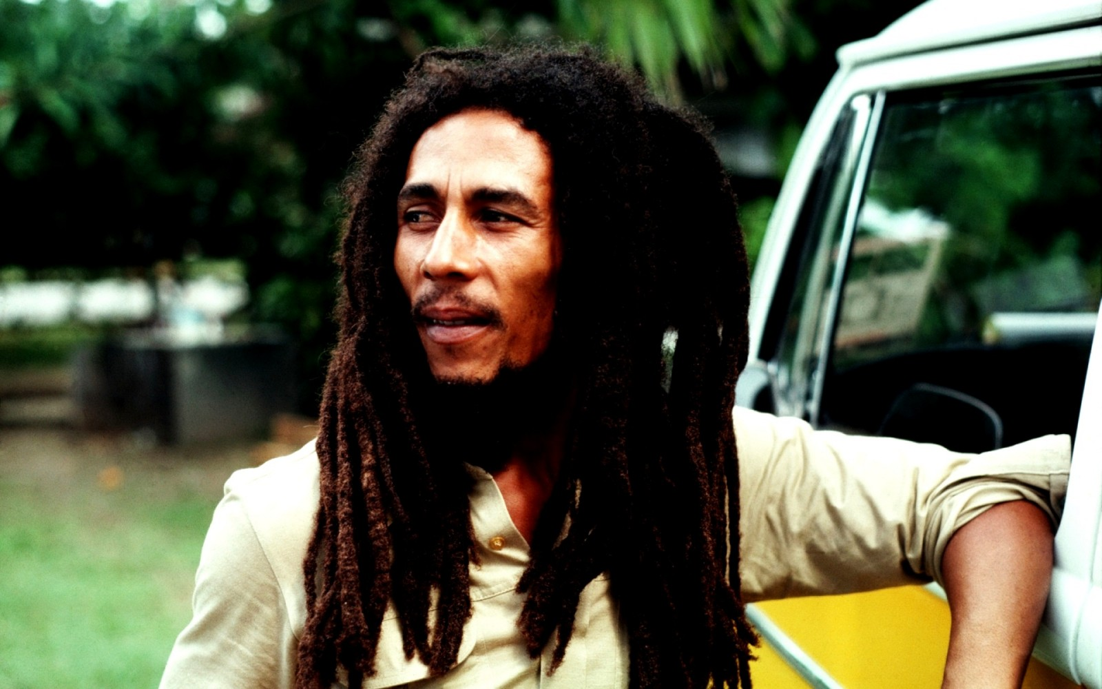 Bob Marley Says How to make Dreadlocks !