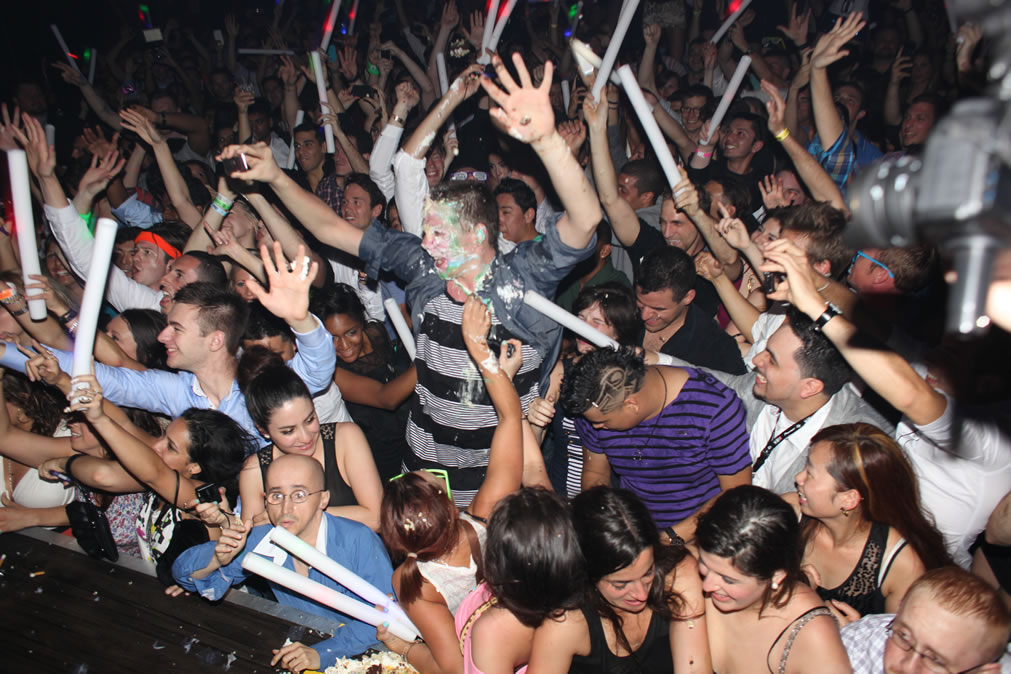 rave crowd 10 Ways the United States Failed Dubstep