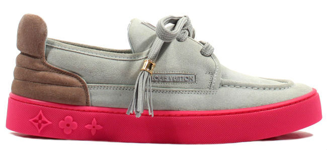 0f0bb2aea37 Kanye West Signs Fans Louis Vuitton Hudson | Sole Collector