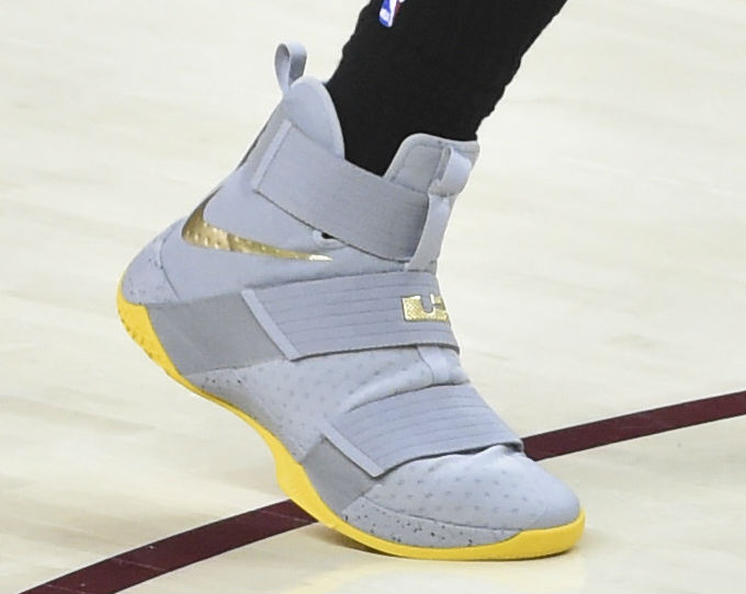 sports shoes 83cac 8a1de SoleWatch LeBron James Two Soldiers First Loss | Sole Collector