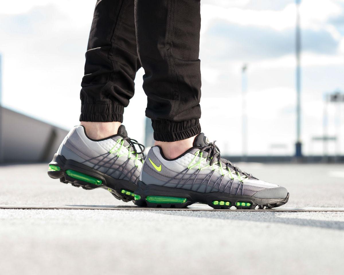 Nike Air Max 95 Ultra SE Neon On-Foot Left Heel 845033-007