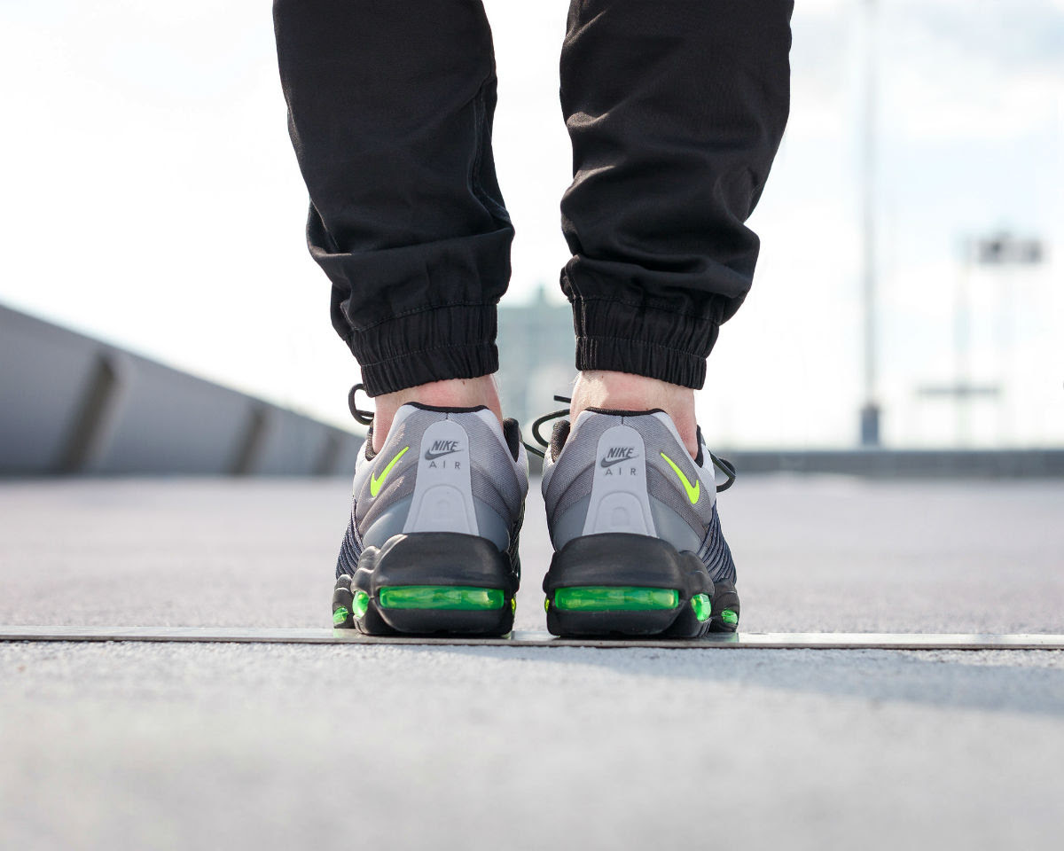 Nike Air Max 95 Ultra SE Neon On-Foot Heel 845033-007