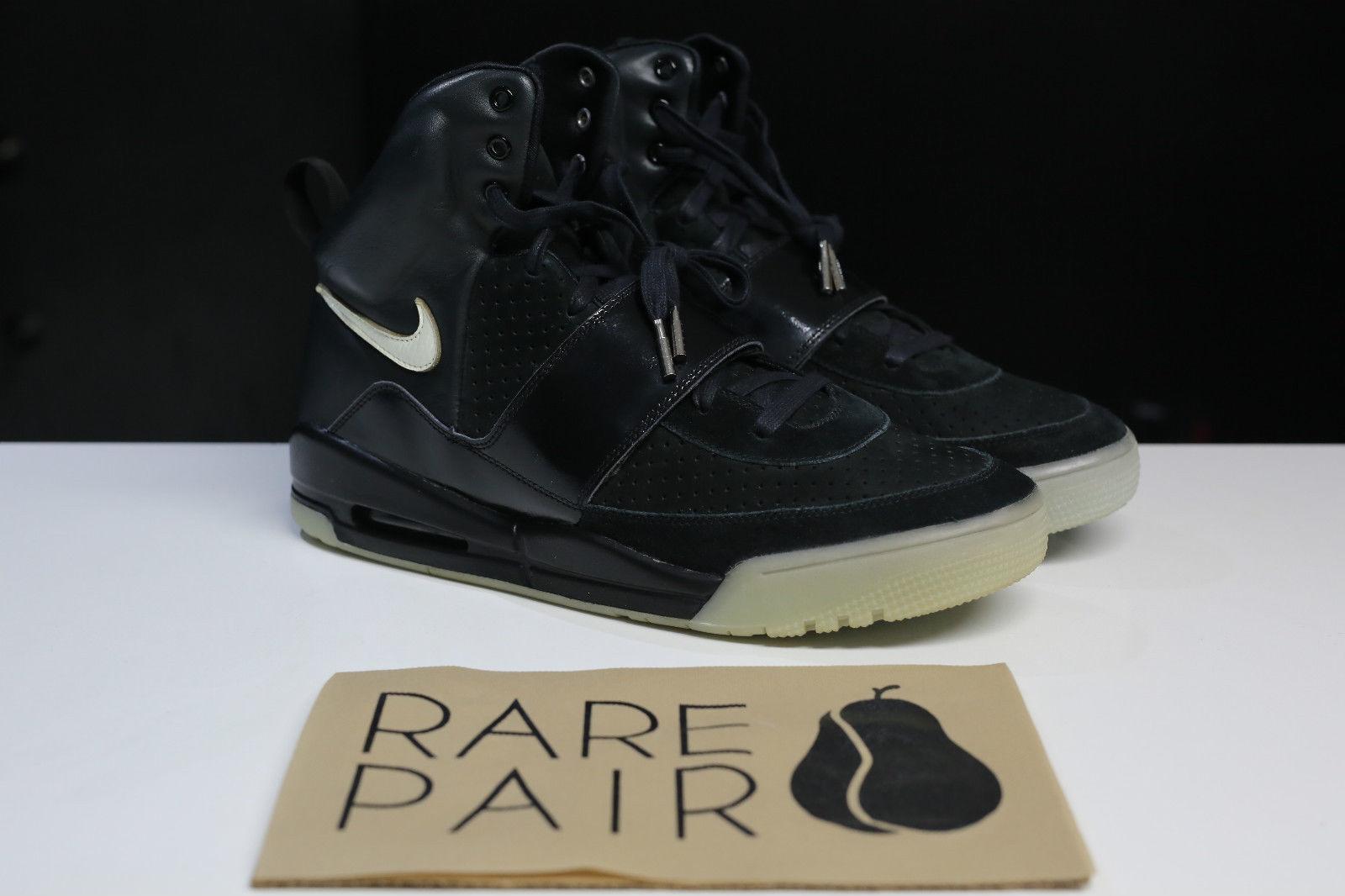 Nike Air Yeezy Kanye West Black/White Sample Pair Right