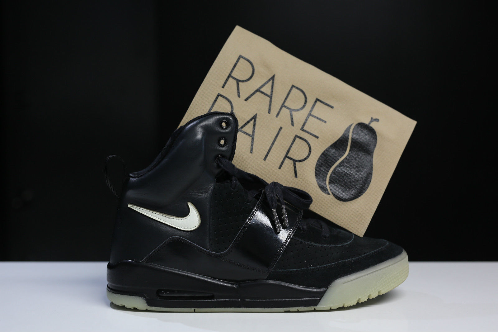 Nike Air Yeezy Kanye West Black/White Sample Pair Side