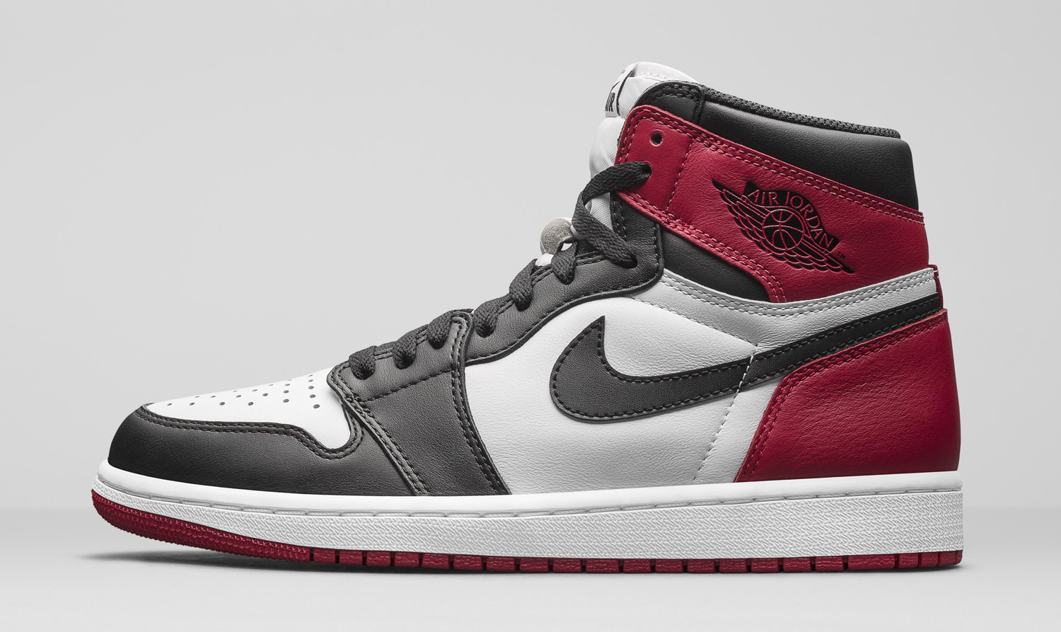 Air Jordan 1 Black Toe 555088-125 Lateral