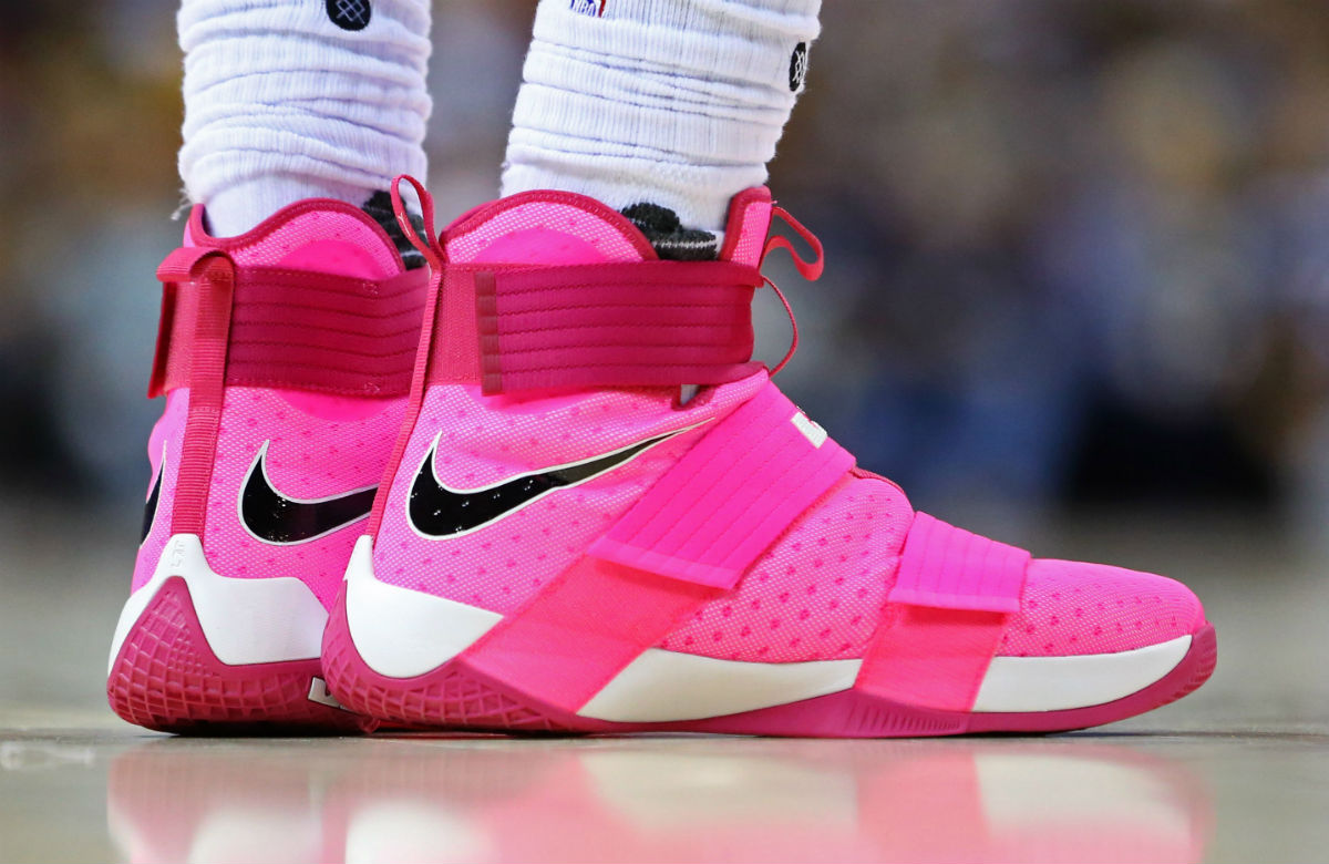 brand new 0e56b 19a4f LeBron James Wearing Pink Nike LeBron Soldier 10 for Breast ...