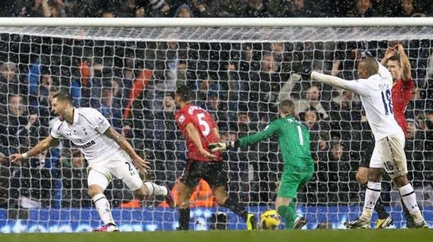 Dempsey Goal vs Man Utd