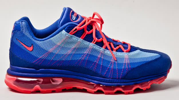 March - Nike Air Max Dynamic Flywire