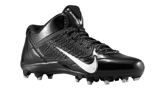 Marshawn Lynch Cleats >> The Perfect Football Cleats According to Your Position