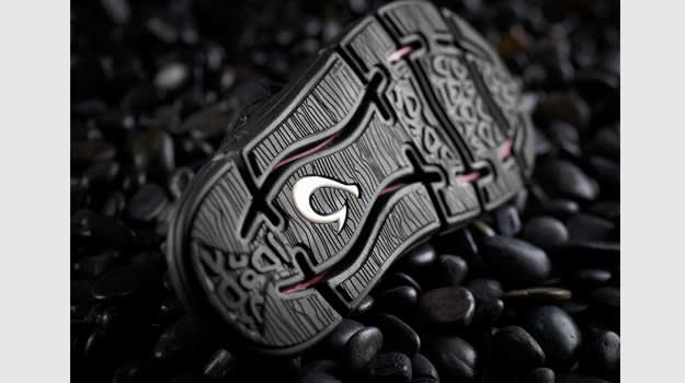 OluKai Holomua sandals