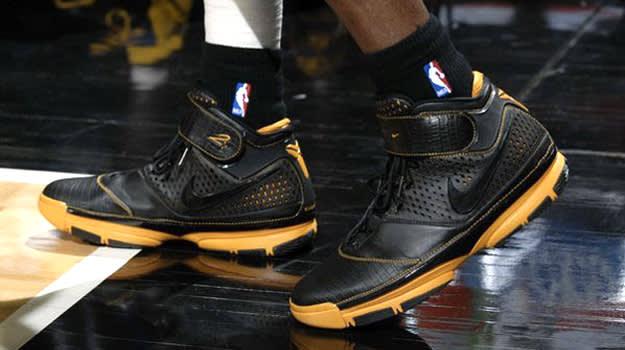 Kobe 2 On Foot
