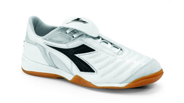 The 10 Best Indoor Soccer Shoes   Complex