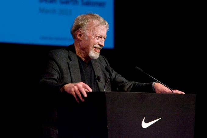 Phil Knight, fundador de Nike, abandona la empresa