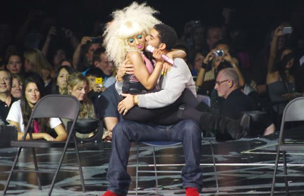 Drake And Nicki Minaj Kissing |Nicki Minaj Kissing Drake On The Lips
