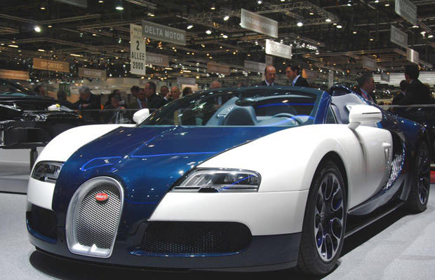 royal dark blue carbon the complete history of the bugatti veyron complex. Black Bedroom Furniture Sets. Home Design Ideas