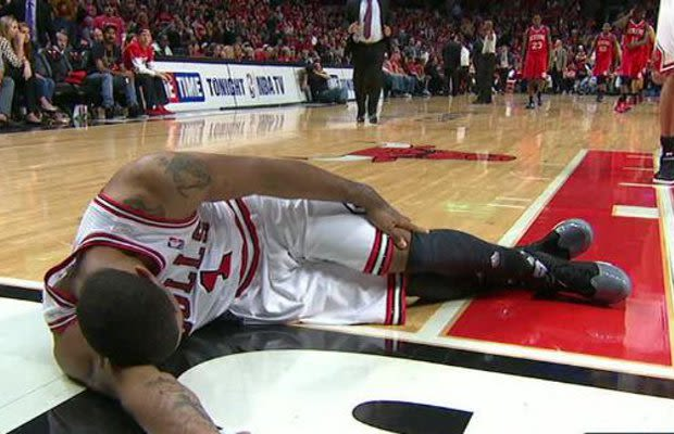 Derrick Rose Suffers Torn Acl  Out For Season