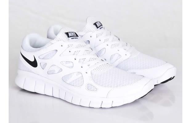 white nike free runners