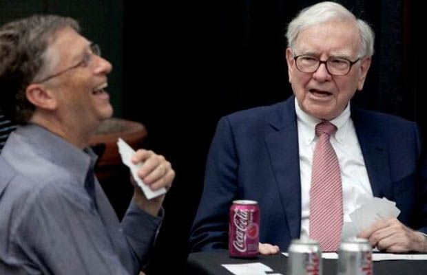 bill gates and warren buffett In september 2005, bill gates and warren buffett, two of the wealthiest people in america, spent the day at the university of nebraska addressing students and faculty.