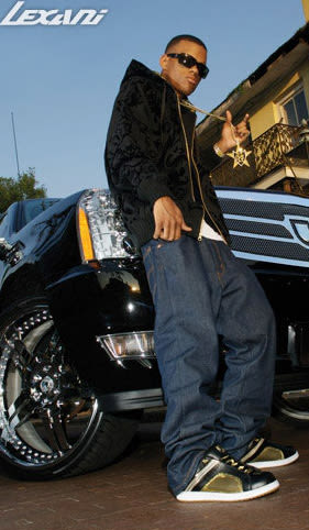 Nelly - 30 Photos of Rappers Flexing With Giant Car Rims ...