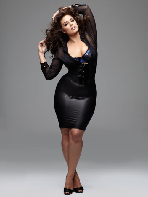 The 29-year old daughter of father (?) and mother(?), 175 cm tall Ashley Graham in 2017 photo