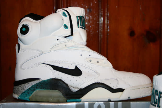 Nike Air Force 180 Pump