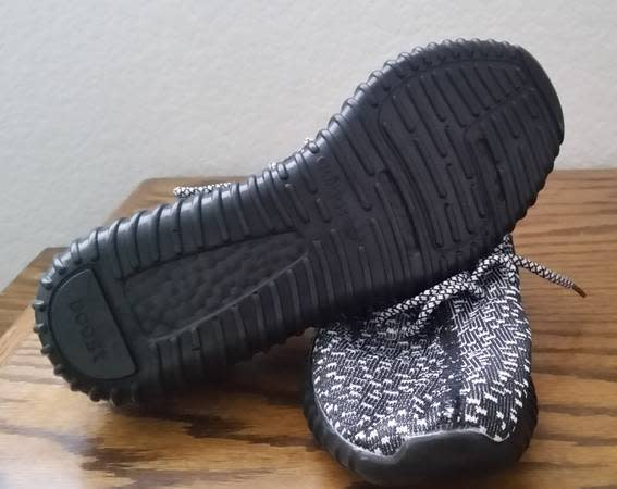 how to tell if yeezys are fake oreo