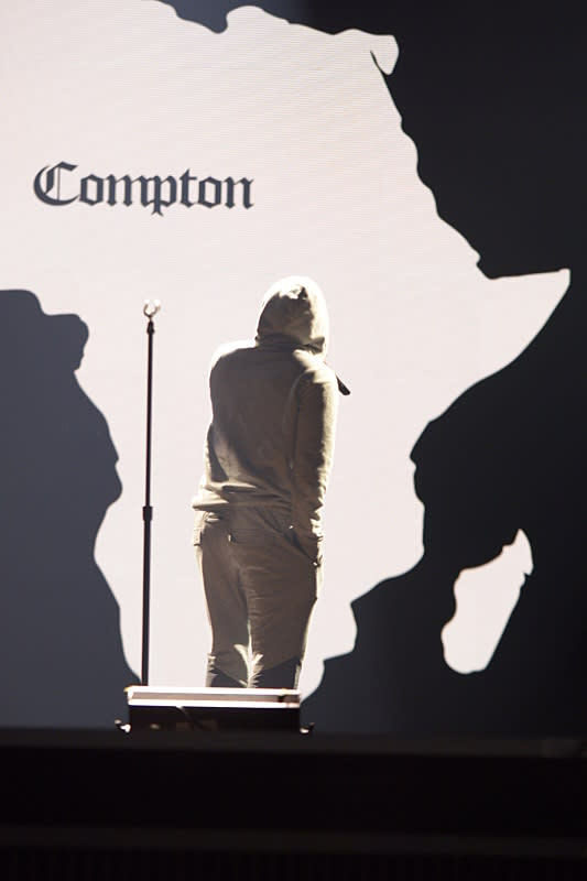 Here's a First Look at Kendrick Lamar's 2016 Grammy Performance news