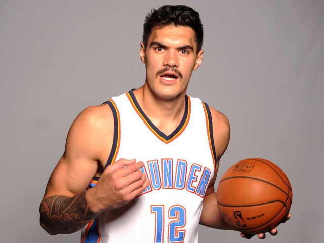 The 24-year old son of father (?) and mother Sid Adams, 213 cm tall Steven Adams in 2017 photo