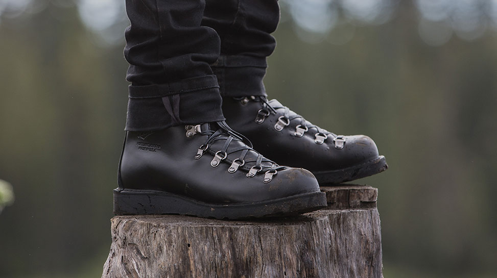 mountain boots bond lighting lifestyle in light product danner ii s black spectre