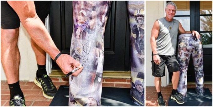 Brett Favre signs life-size Wrangler jeans statue