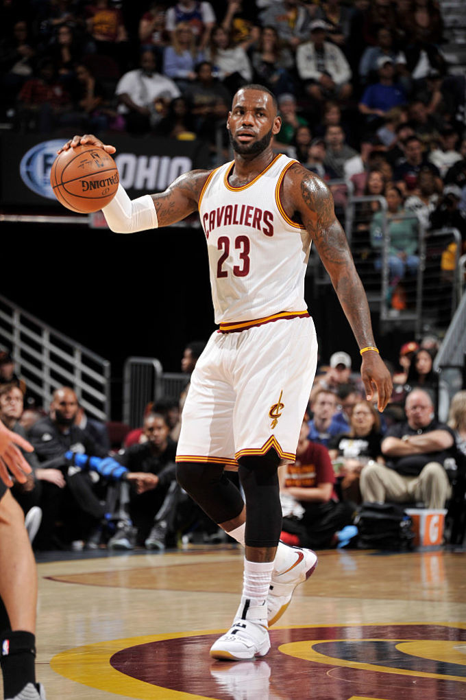 best service 7f90c 542f6 LeBron James Wearing Nike LeBron Soldier 10 Paying Tribute ...