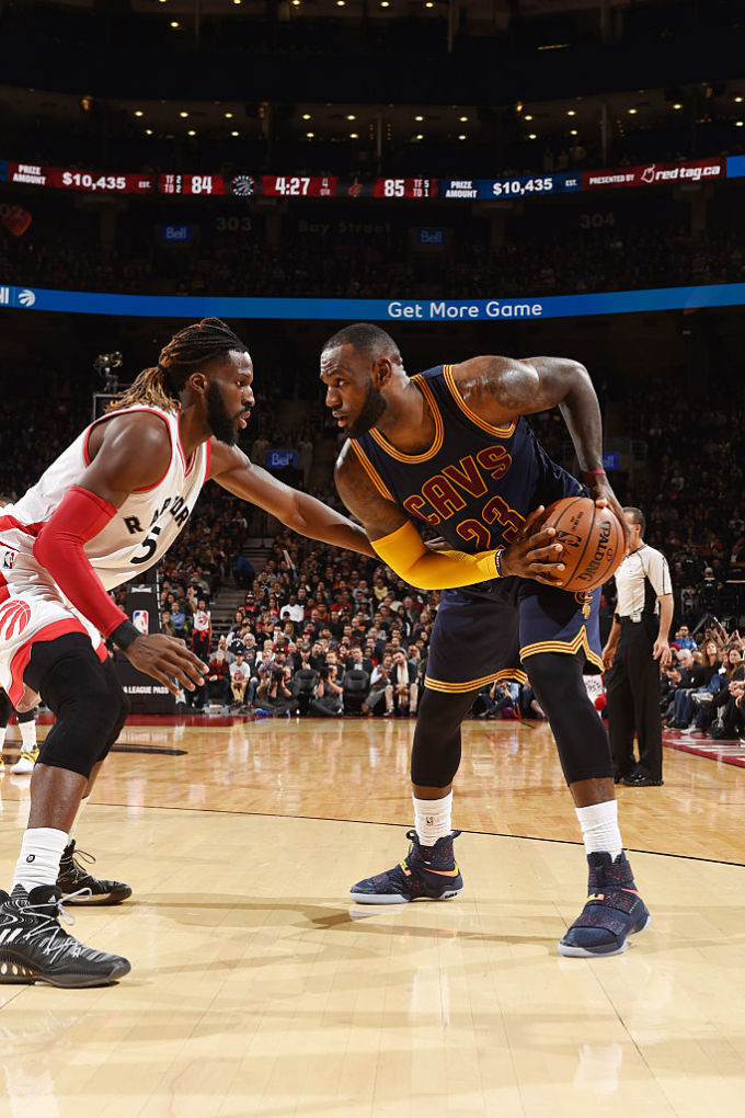 27a82eab38042 LeBron James Wearing a Cavs Navy Nike LeBron Soldier 10 PE Game (3)