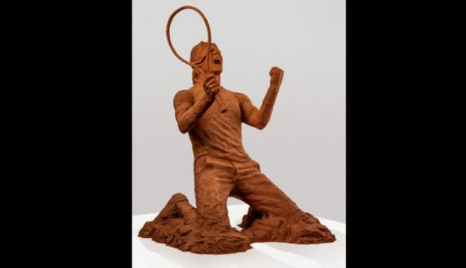 nadal clay statue