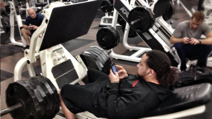 cellphones_at_the_gym