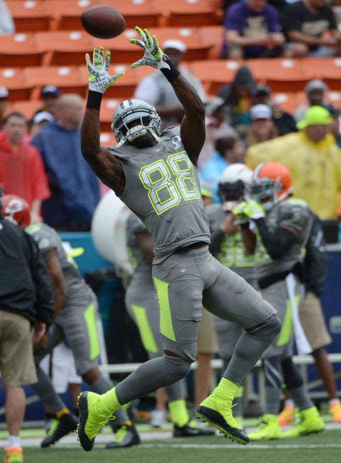 Dez Bryant Debuts Jordan 6 Rings Cleats At Pro Bowl Complex