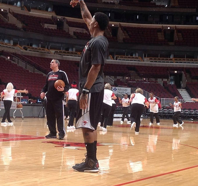 f197448e83ad Derrick Rose Debuts adidas D Rose 5 During Shootaround