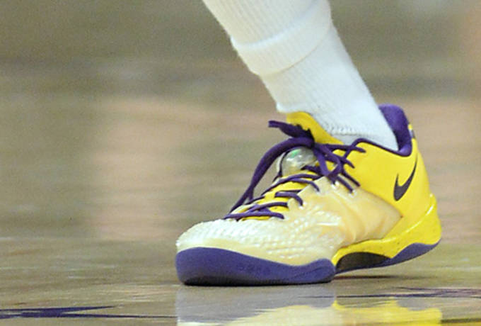 24c774f7238a Nick Young Laces Up in the NIKEiD Nike Kobe 8 SS PE