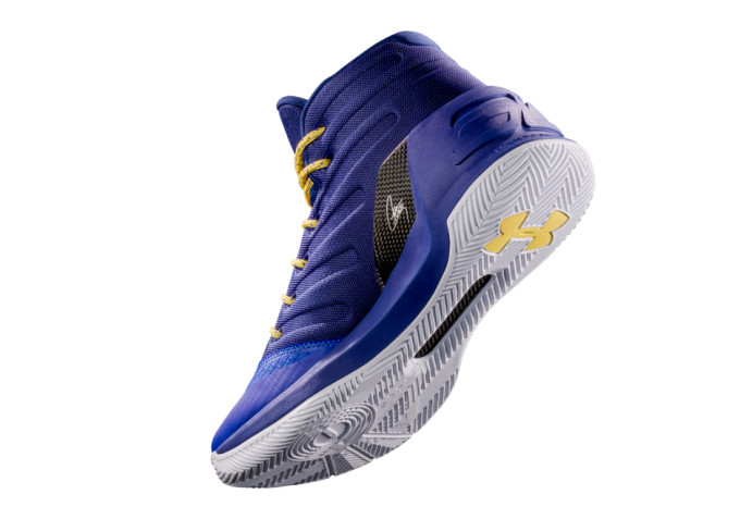 9fafecf1571 Stephen Curry s third signature basketball shoe hits stores in ...