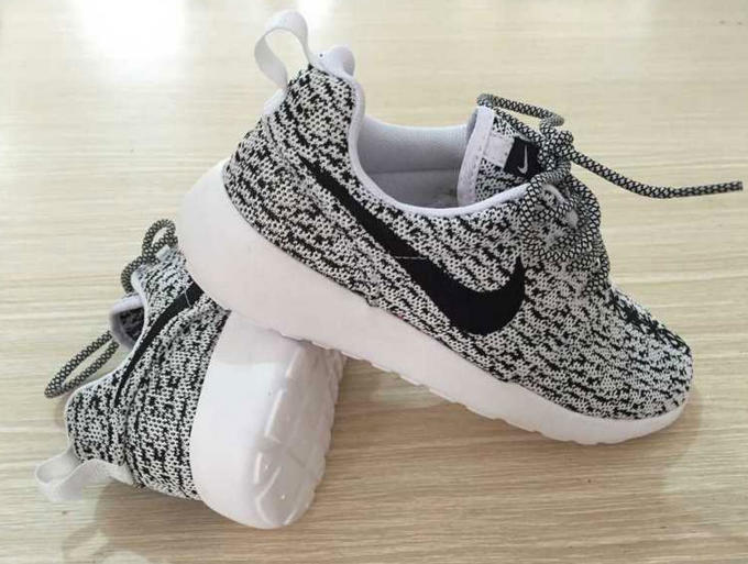 42c164ab1a5 There's Actually Fake Nike Roshe