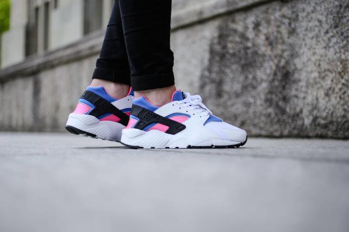 0dfdad17a52d Nike Air Huarache O.G. White Black Pink Pow Soar