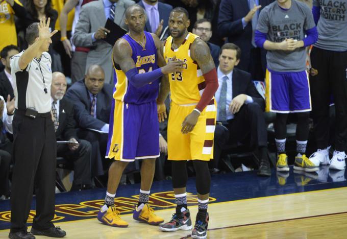 97eaaa5efb9 Kobe Bryant Gifts Game-Worn Sneakers to LeBron James