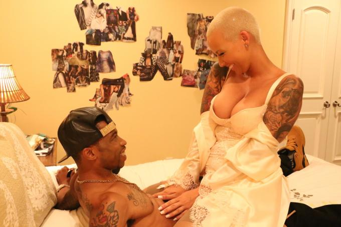 Amber Rose Gets In Bed With Marcus Paulk In Sister Code -7514