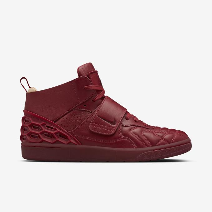 reputable site d3758 8ebe2 Retail is set at  250 and both the black and red pairs can be purchased  direct from Nike Store right now.