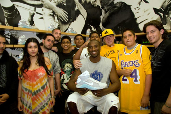 0b8978eb90fe POST CONTINUES BELOW. News Back To The Future Delorean Kobe Bryant Nike  Hyperdunk ...