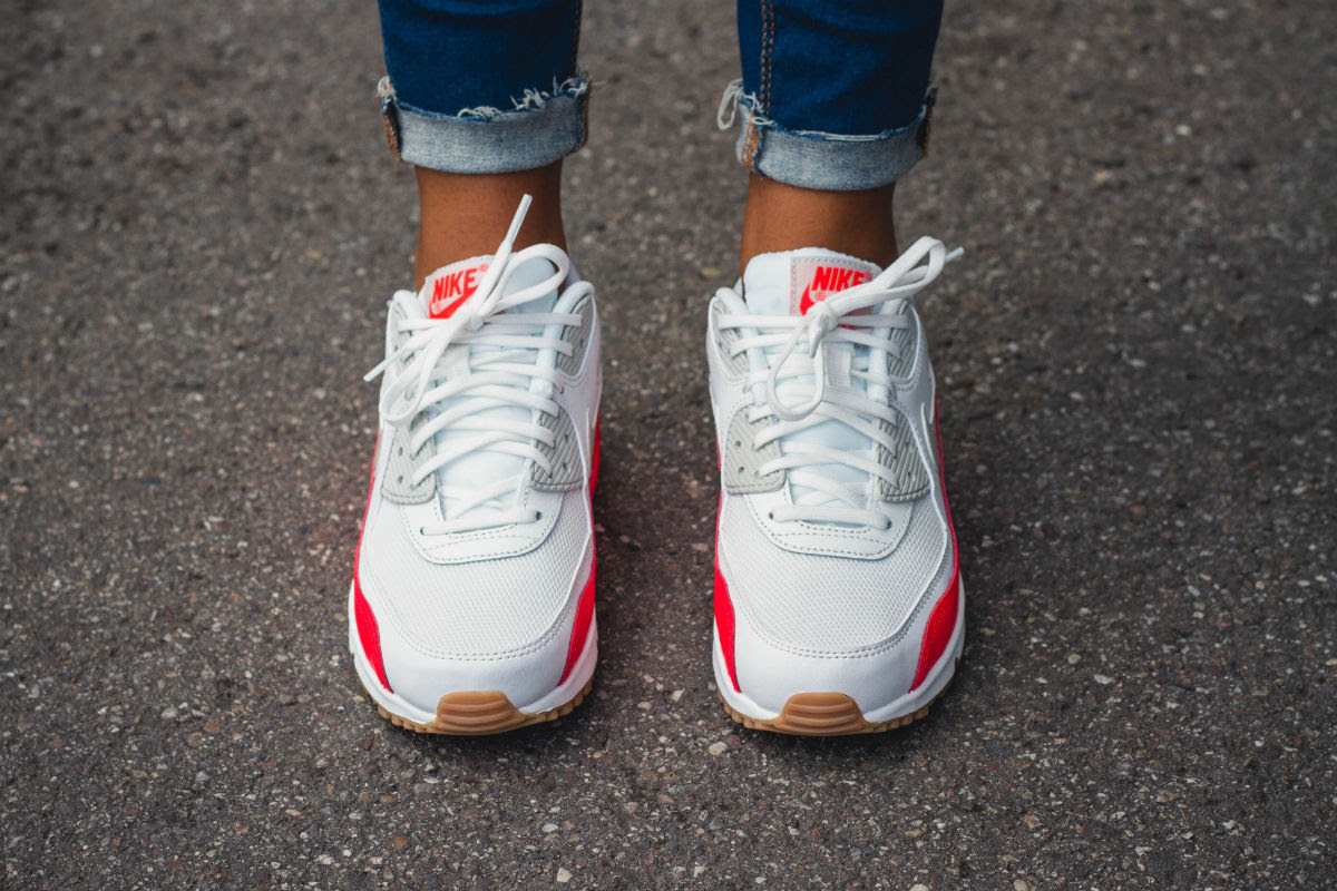 Women S Nike Air Max 90 Bright Crimson On Foot Sole Collector
