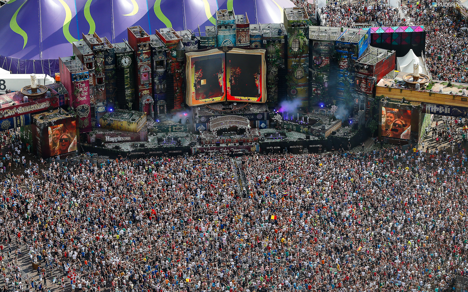 10 Things You Didn't Know About the TomorrowLand Festival ... Tomorrowland 2012 Wallpaper