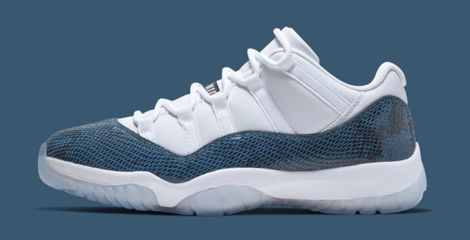 72795c9dee15 Air Jordan 11 Low  Blue Snakeskin  CD6846-102 (Lateral). Image via Nike