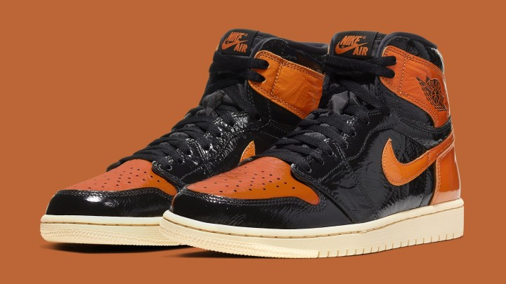 air-jordan-1-retro-high-og-shattered-backboard-3-0-555088-028-pair